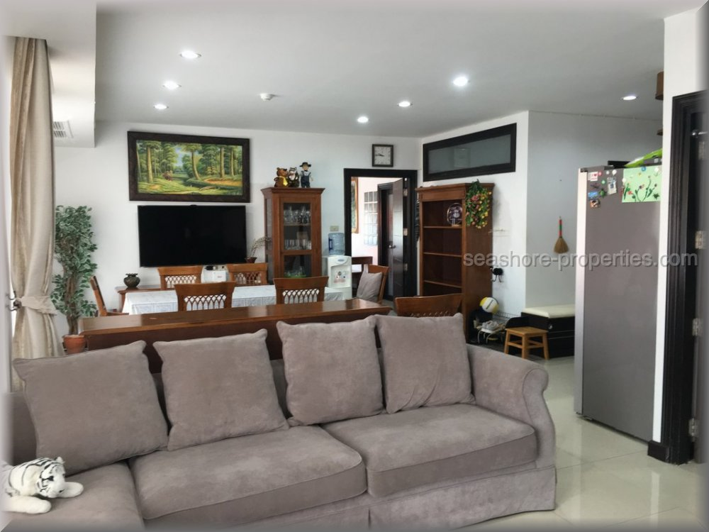 awesome price for this two bedroom on beach road Condominiums for sale in North Pattaya Pattaya