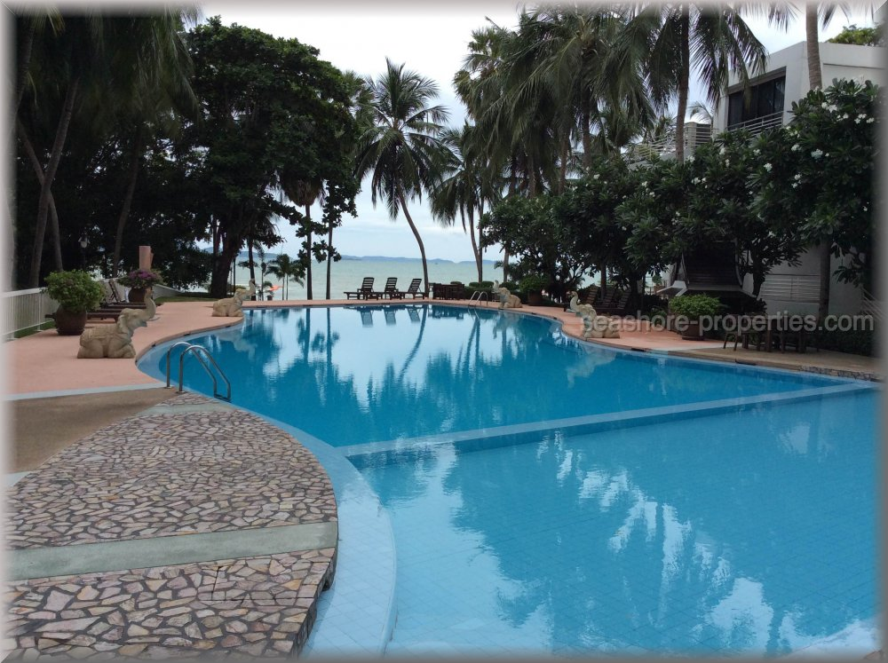 ocean front condo    to rent in Naklua Pattaya