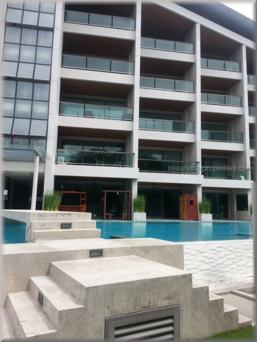 ananya beach front condominium    to rent in Wong Amat Pattaya