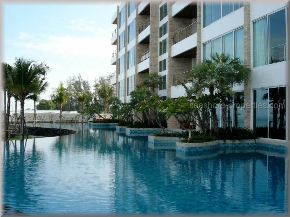 ananya beach front condominium    for sale in Wong Amat Pattaya