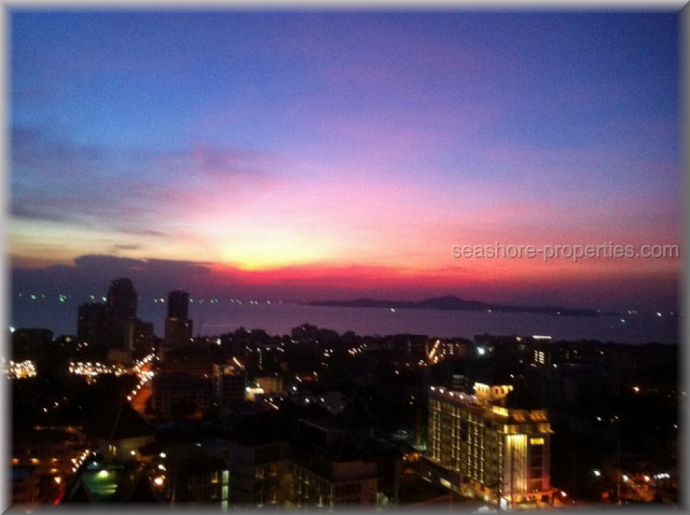 axis 2 bedroom     to rent in Pratumnak Pattaya