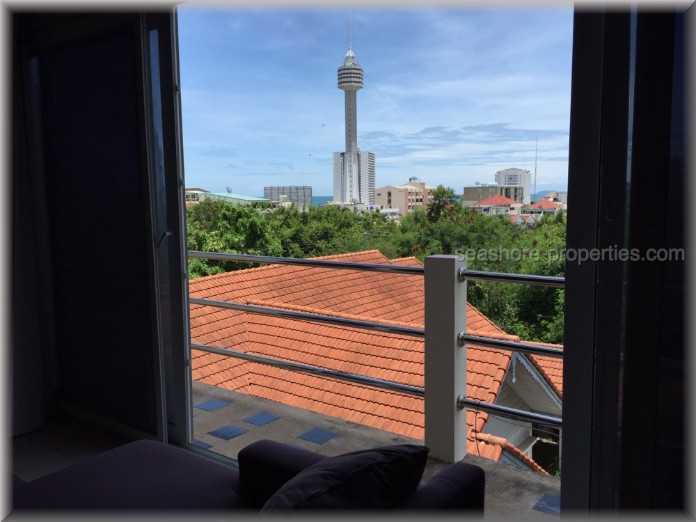 luxury  room 105 sqm     to rent in Pratumnak Pattaya